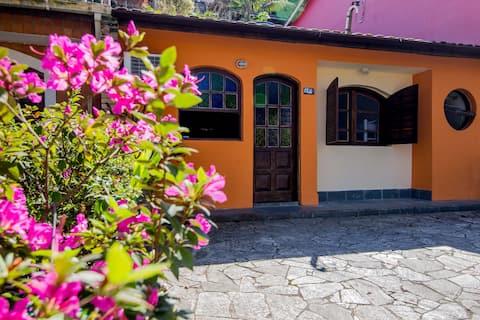 Casa com 2 suítes em condomínio fechado