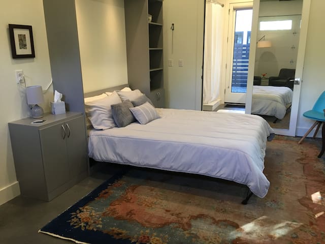 Peaceful new guest suite near ACL, Barton Springs
