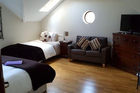 Spacious Treble En-Suite Room -  Wild Atlantic Way - Castlemaine