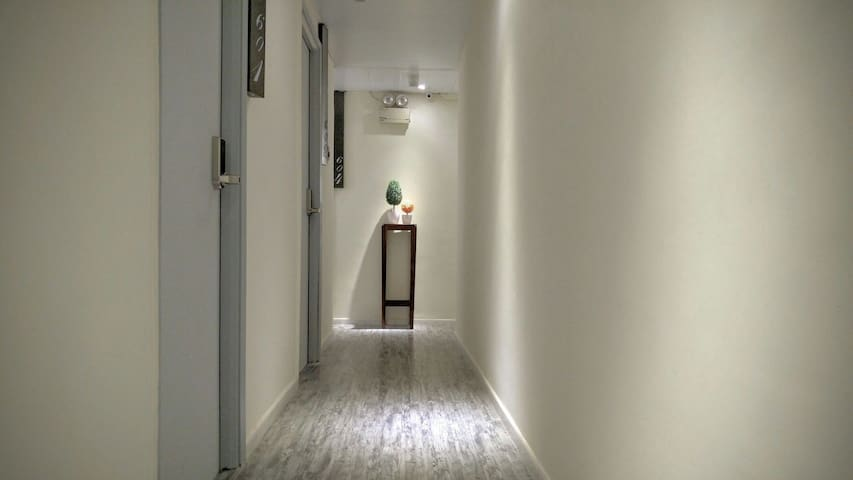 1 min MTR, budget room 3