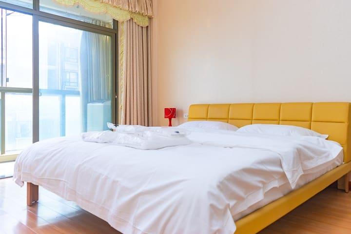 城市风景/投影仪/头等舱沙发/太岳路/北京西路/温馨两居室