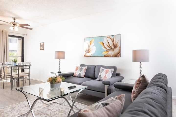 Vibrant Hollywood Studio - Fully Furnished
