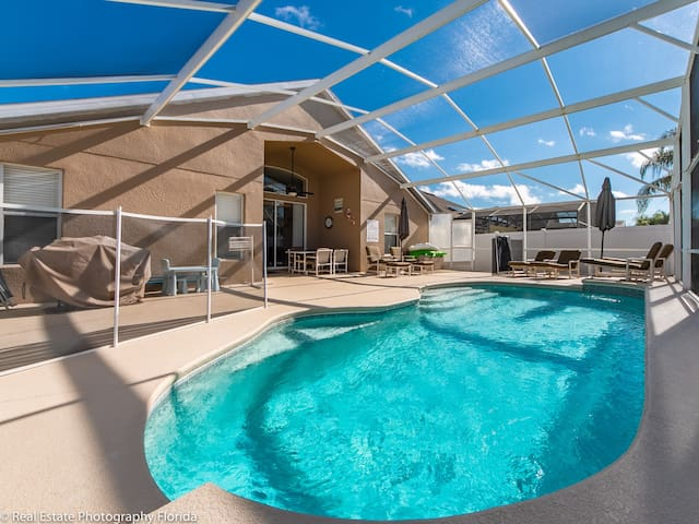 Beautiful POOL HOME!!! Close to Disney Parks!!!