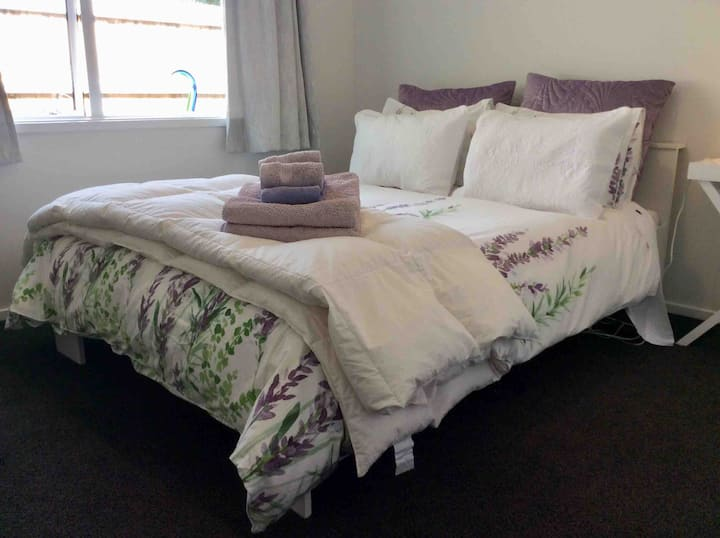 Double Bed and Breakfast in Modern Home