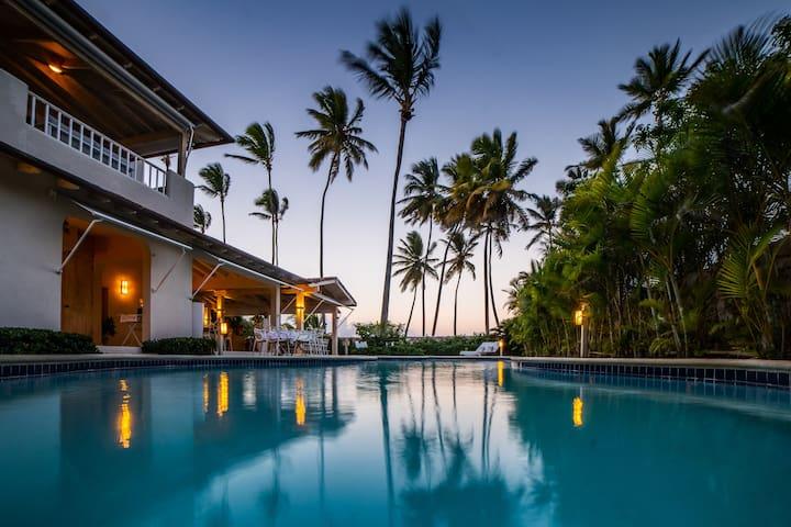 Spectacular Beach House with private beach access