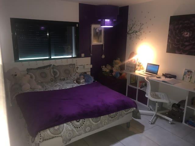Chambre avec un couchage  2 personnes en 160x200..
