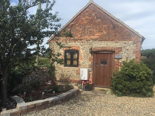 Bramble Cottage, rural and coastal, dog friendly
