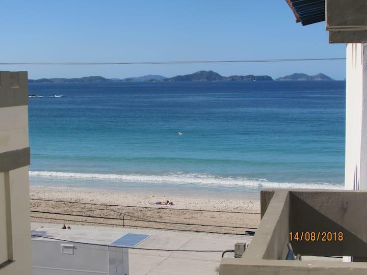 Apt pé na areia, 3 qts (1 suite), 2 vagas e Wi-Fi4