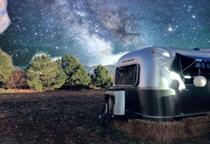 AirBnSki - Luxury Airstream on a Private Estate