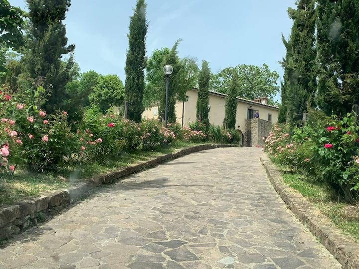 Val d'Orcia-Toscana. Un podere tra le colline