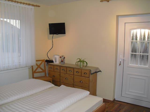 2  moderne Gästezimmer für 1 - 4 Personen - Hodenhagen - Lägenhet