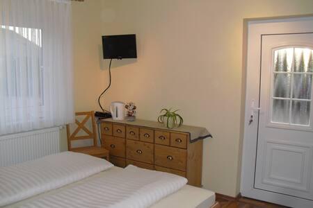 2  moderne Gästezimmer für 1 - 4 Personen - Hodenhagen