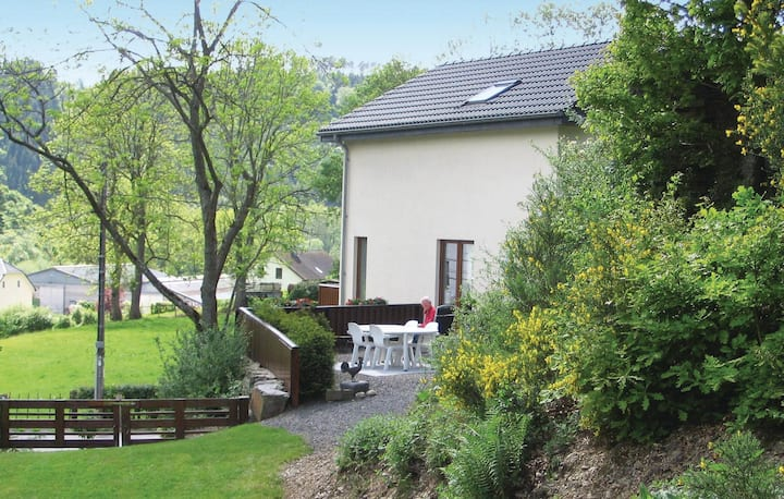 Amazing home in Burg-Reuland with Sauna, WiFi and 3 Bedrooms
