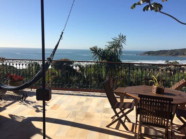 Casa completa com linda vista da Praia do Rosa!!!