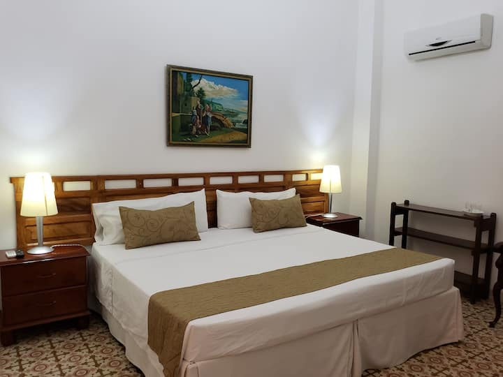 Villa Nieves Deluxe 1910.Havana.Room 1.