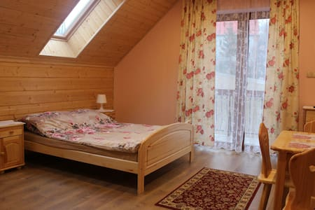 warm violet room - Jasienica - Çatı Katı