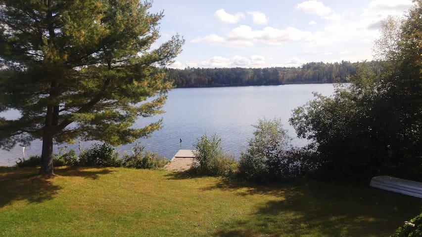 """Lac Jim - Chalet """"off the grid"""" à louer"""