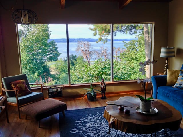Eagle's Rest Beach House | 10 Min to Airport