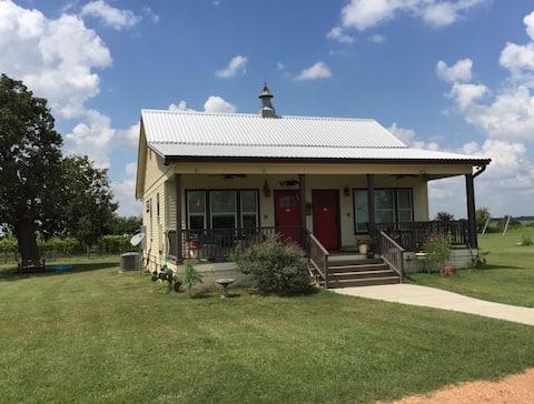 Blue Mule Farm - Cozy Cottage