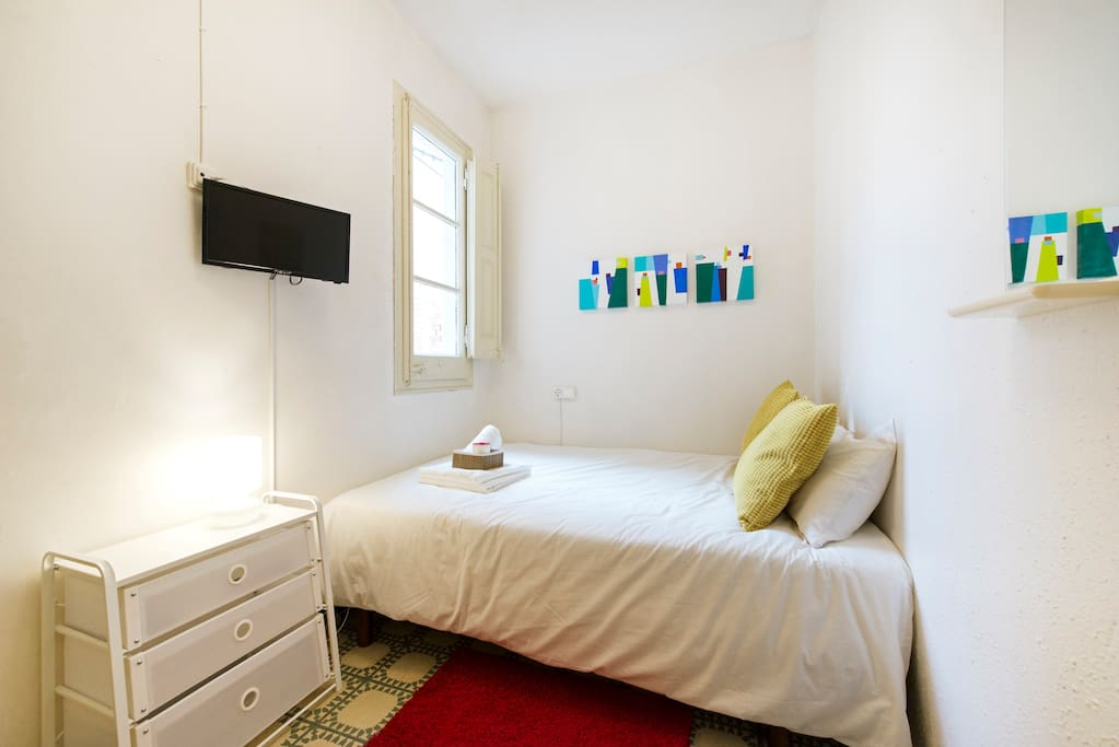 Double room for 1 or 2 people.  2 x 3.5 metros
