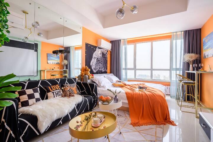 【天使-美域】五四广场 巨幕浴缸 看海观山 超美夜景 爱马仕橙和美豹浓郁的热带风情 CBD万达广场