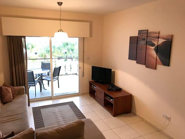 Luxury Top Floor Apartment opposite the Beach - Germasogeia - Appartamento