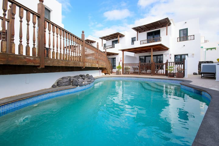 Fantastic Holiday Home with Pool, Wi-Fi, Balcony and Television