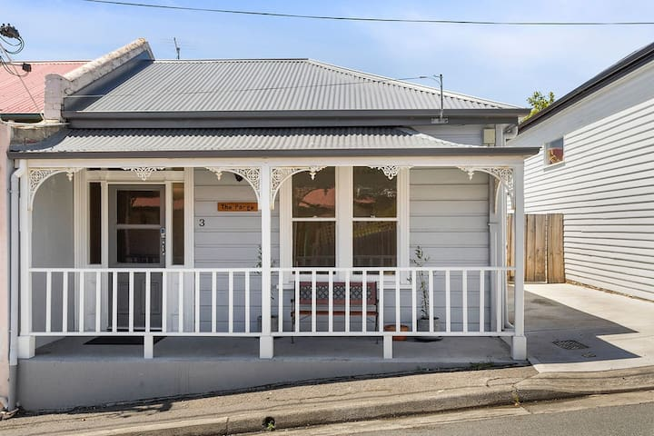 'The Parge' - Two Bedroom Cottage in Sandy Bay