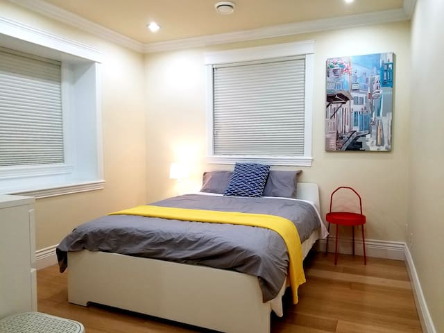 COZY Private Bedroom & Bathroom.