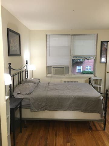 Private bedroom; easy NYC access - Montclair - Apartamento