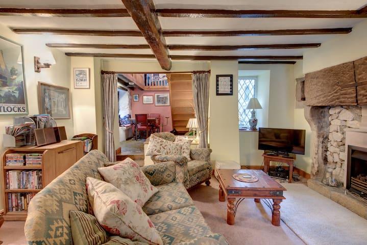 Peak District hideaway. Weavers Cottage.