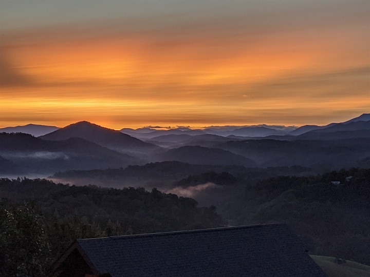 """""""Our Smoky Mountain View"""" keyless entry, close to Pigeon Forge Parkway"""