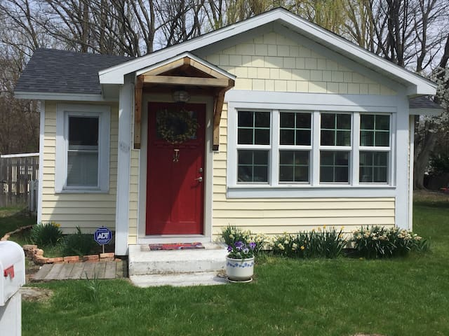 Meet Cape Cottage: Walk to lake & downtown NB