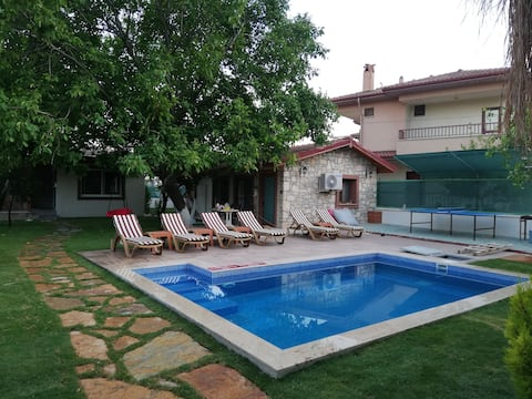 6 kişilik havuzlu, müstakil villa.