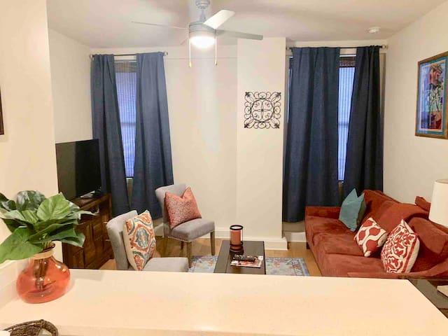 ★ LARGE AMAZING 1BED, 1 BATH DOWNTOWN NOLA CONDO ★