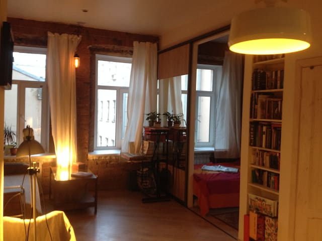 Cozy, bright, remodeled studio in old city