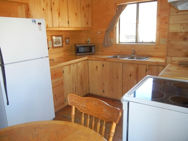 Greer- 2BR/1BA Cabin/Fireplace/Wood - Greer - Hytte