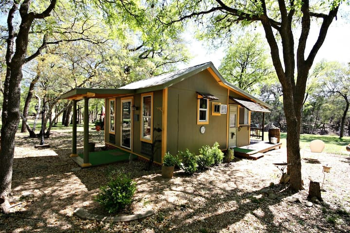 LE PETIT at LONESOME DOVE COTTAGES - Canyon Lake