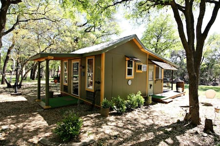 LE PETIT at LONESOME DOVE COTTAGES - Canyon Lake - Hus