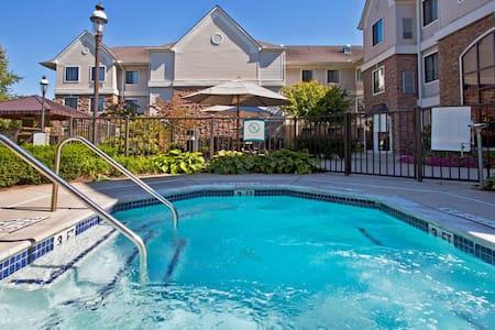 Free Breakfast Buffet. Pool & Hot Tub Access. Great Location!