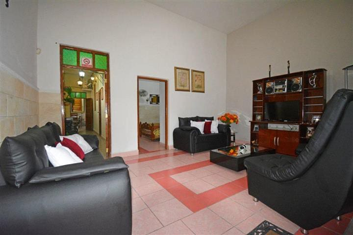 APARTAMENTO ENTERO FAMILIAR  HOSTAL MAGARIÑO'S