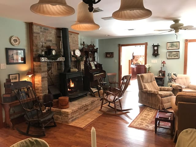 Paul and Annette's Secluded Haven - SUPERBOWL ONLY - Manvel - Naturstuga