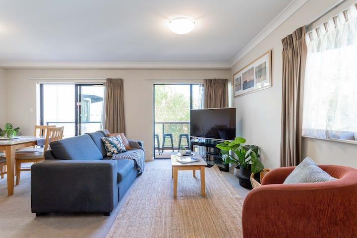 MOUNTS BAY GETAWAY: Perth's Perfect Location