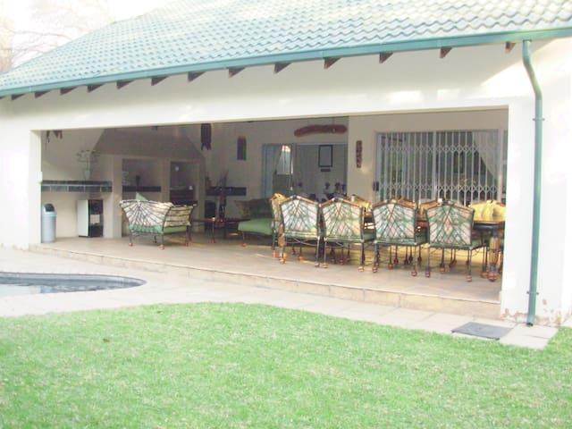 Lenox Lodge Guesthouse 2