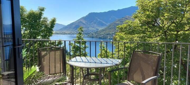 A stunning retro retreat with a panoramic vista