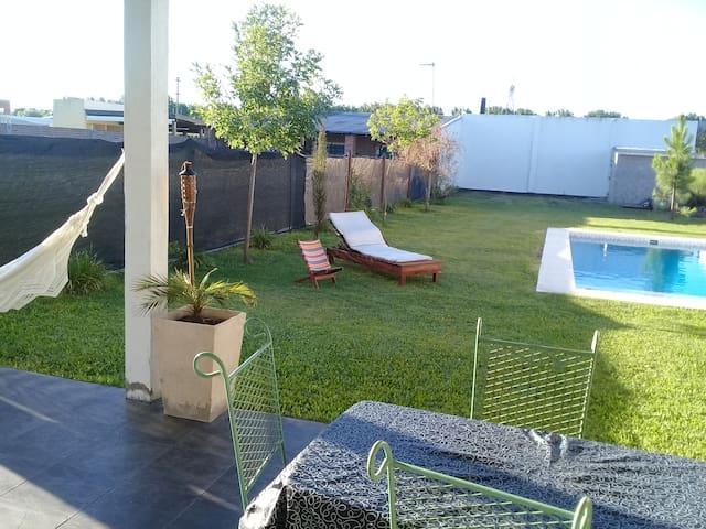 Ricardone Casa con piscina a 15 km de Rosario.