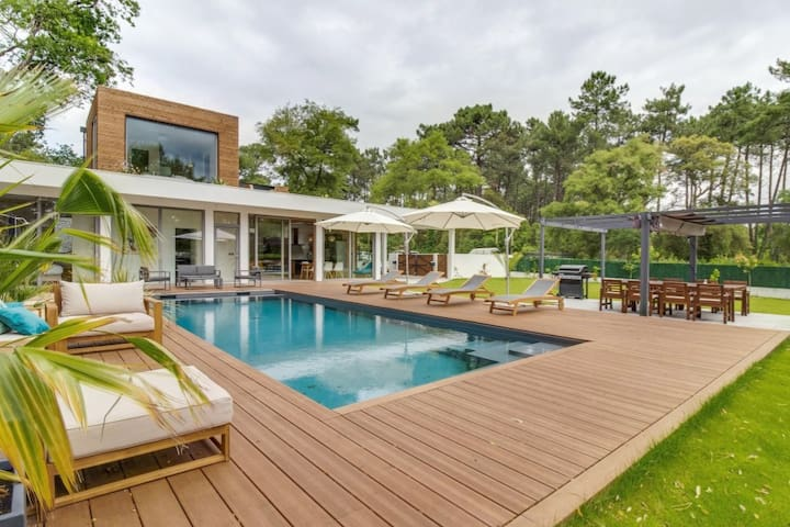Modernist luxury villa with large garden and pool