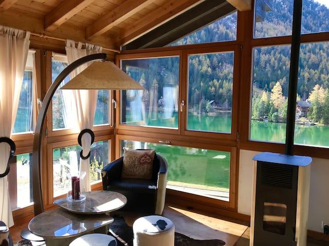 Lake-View Chalet with jacuzzi, sauna & garden
