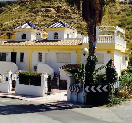3 bed villa over looking golfcourse - Ciudad Quesada - Villa