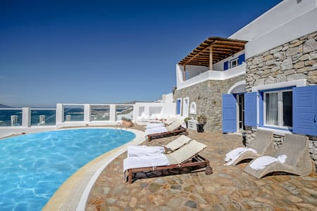 Mykonos Art Villa. 5 bedrooms private pool